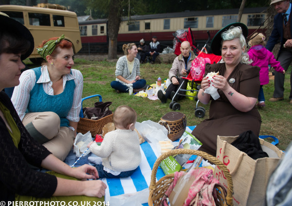 1940s weekend in Sheringham North Norfolk 2014 - picnic 1940s style
